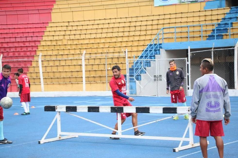 De izq. a der. Darwin Peña, Carlos Mendoza y Ronald Gallegos en un entrenamiento.