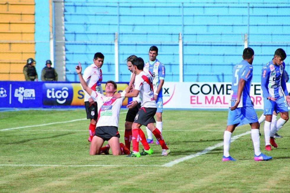 Los jugadores de los altos de San Juan festejan el único gol del partido.
