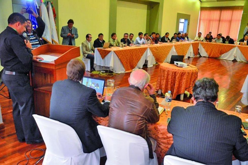 Los dirigentes  de las diferentes entidades en el congreso de la víspera.