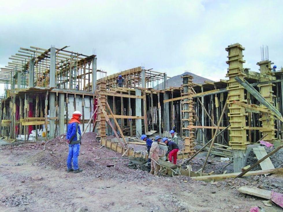 Las unidades educativas están en plena construcción.