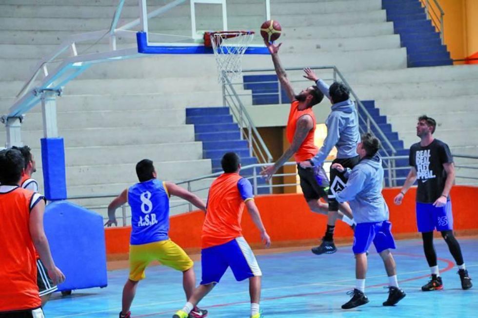 Los jugadores calereños durante su entrenamiento.