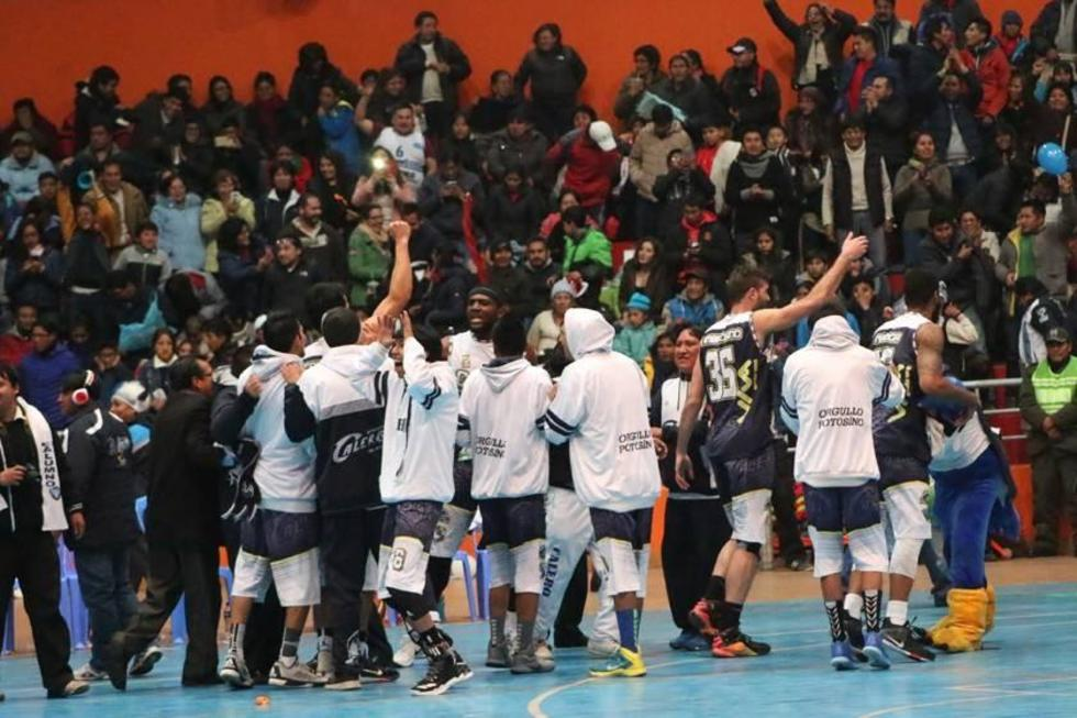 Los calereños festejan su séptima victoria consecutiva dentro del torneo.