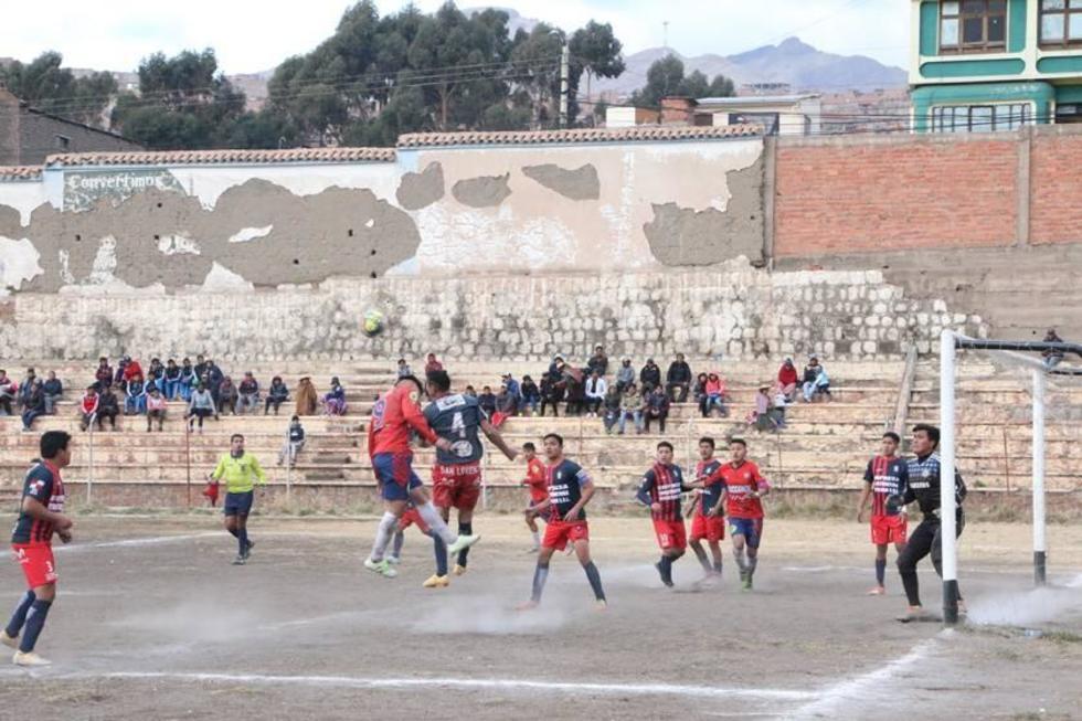"""Incidencias del encuentro en el estadio """"Potosí""""."""