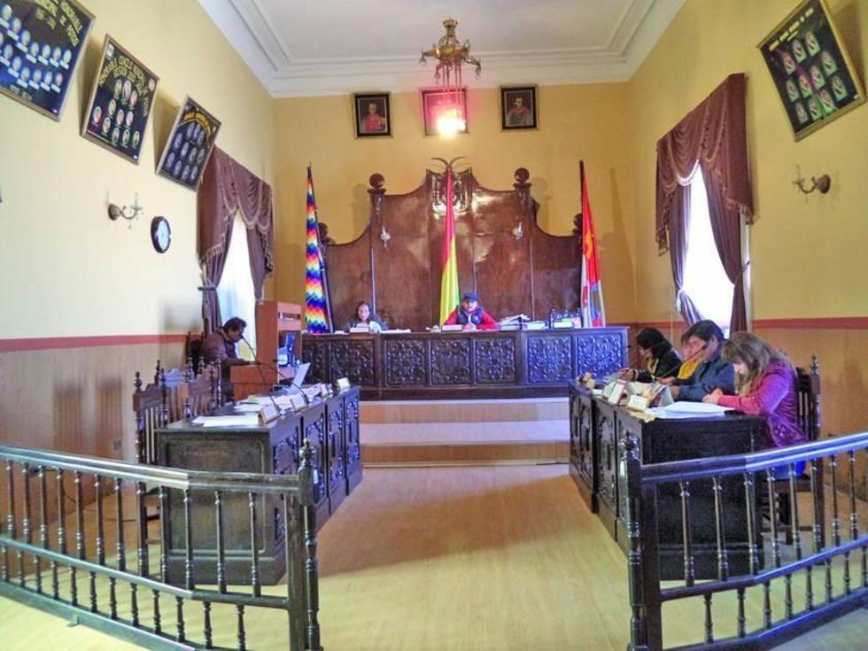 Los concejales analizaron el informe de la comisión y la ley en una sesión ordinaria.