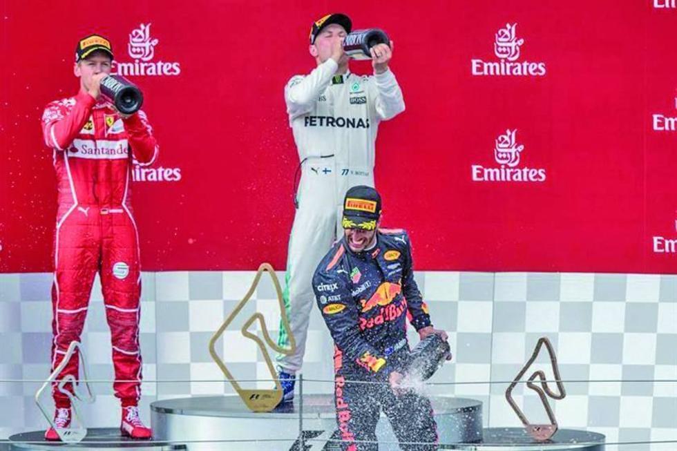 Sebastián Vettel, Valtteri Bottas y Daniel Ricciardo celebran en el podio de ganadores.