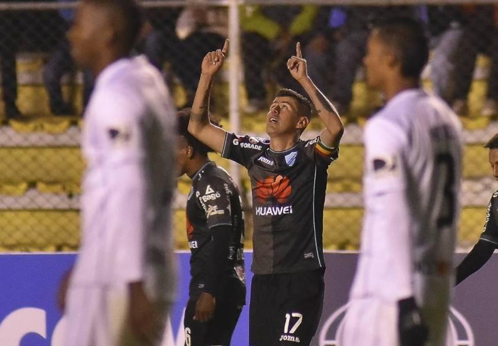 Juan Carlos Arce festeja el tanto de la victoria.