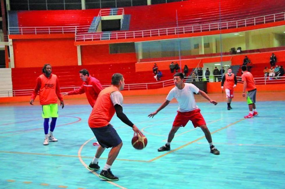 Los jugadores de la Vieja Casona durante su entrenamiento.
