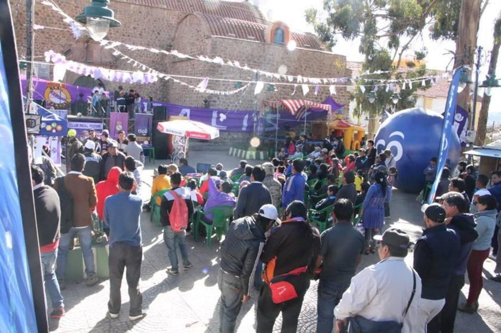 Varias personas se dieron cita en la Plaza San Bernardo.