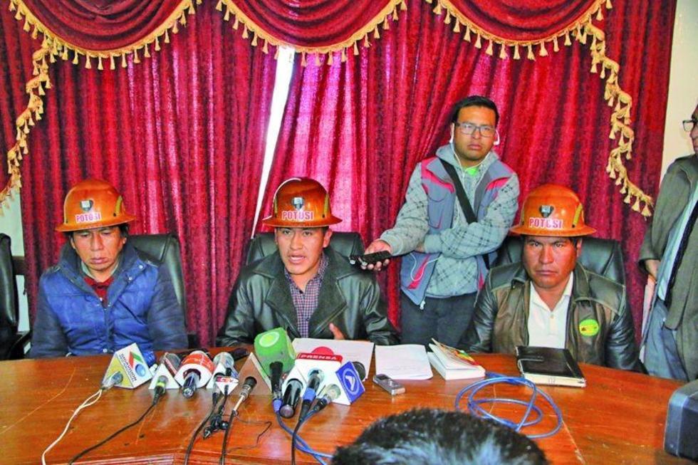 Los dirigentes de Fedecomin, en conferencia de prensa.