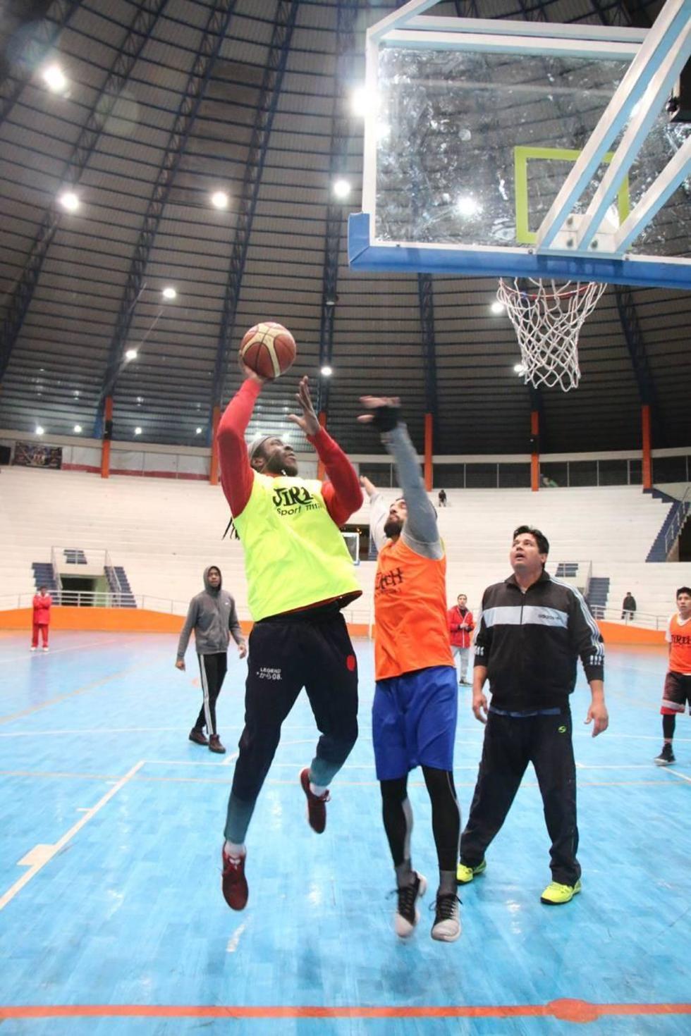 Los jugadores potosinos durante su entrenamiento.