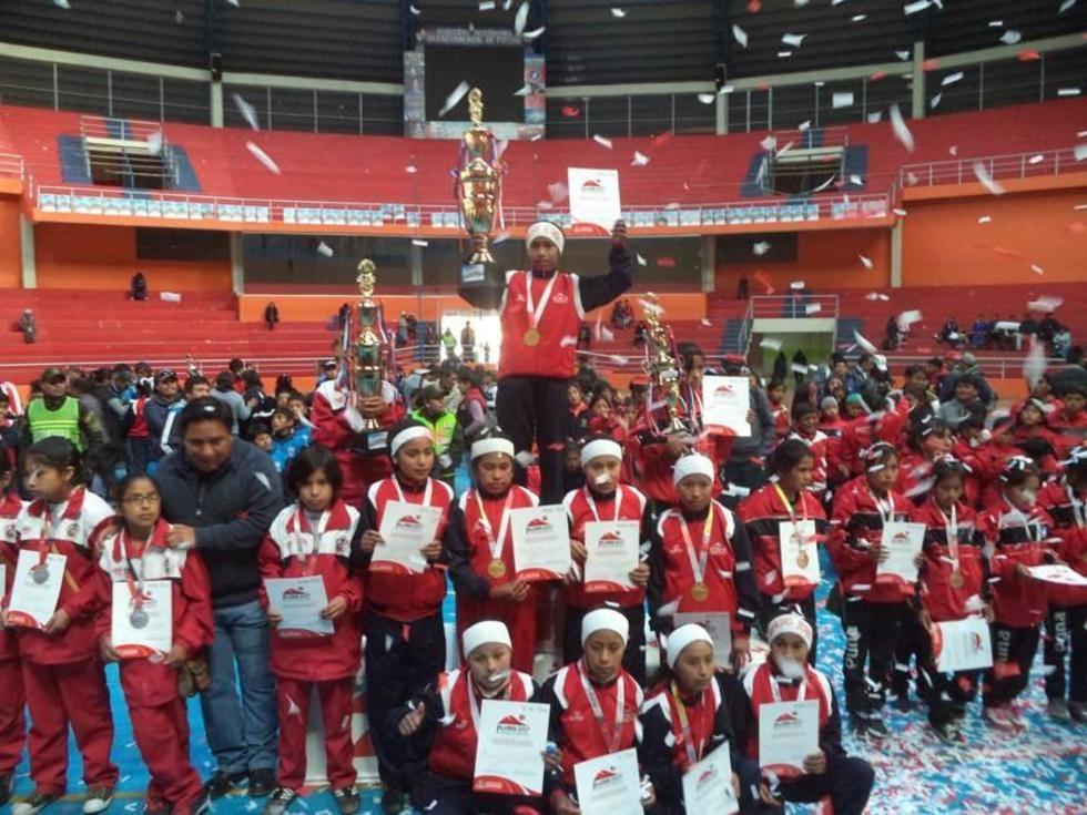 Las jugadoras de la Unidade Educativa Vicente Bernedo