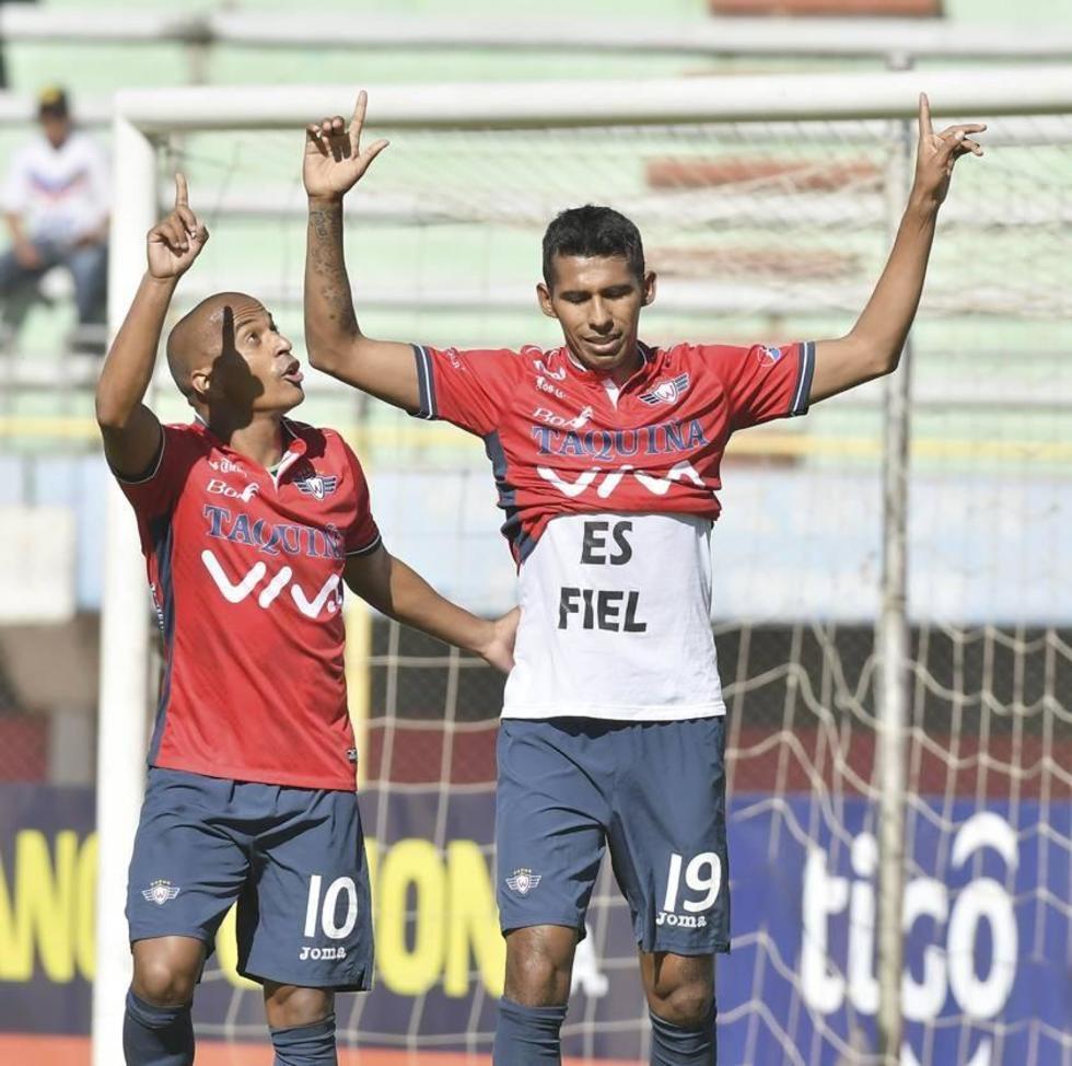 Sergio Francisco y Gilbert Álvarez festejan uno de los goles.