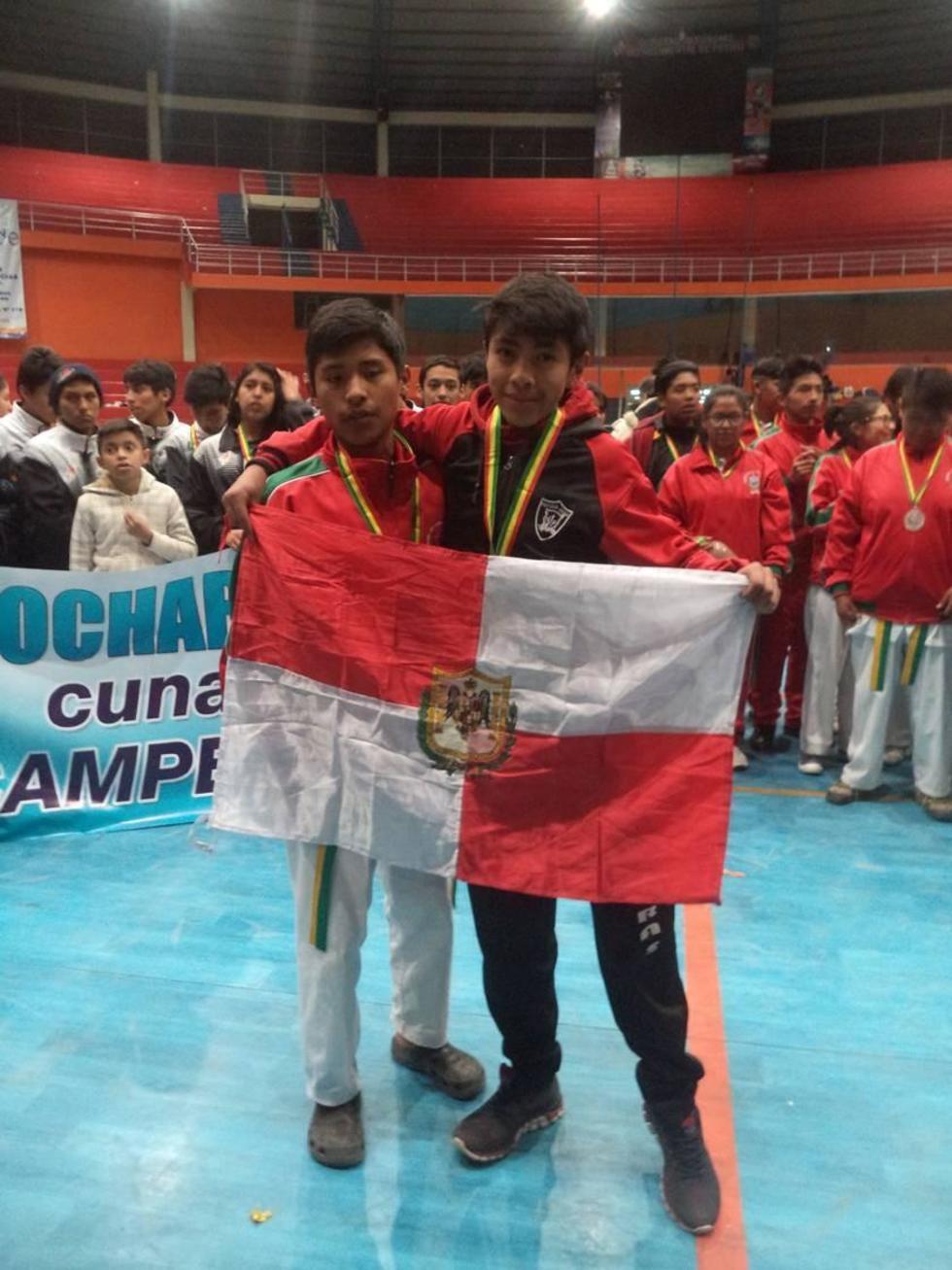 Fernando Rodríguez (d), logró la medalla de oro para Potosí.