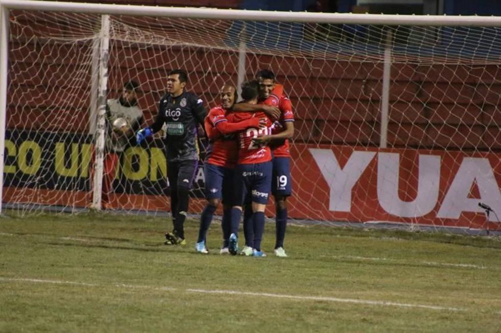 Los jugadores del Hércules aviador festejan el cuarto gol de la noche.
