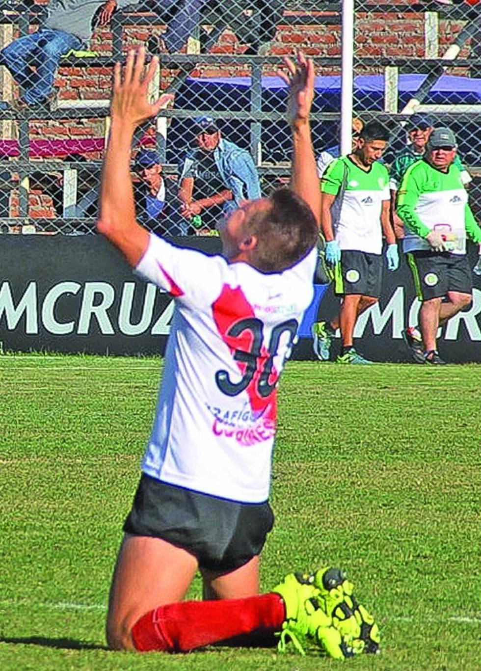 Nacional Potosí gana a Petrolero y sale del fondo de la tabla