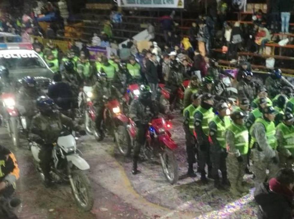 Los efectivos policiales recorrieron todo el trayecto.