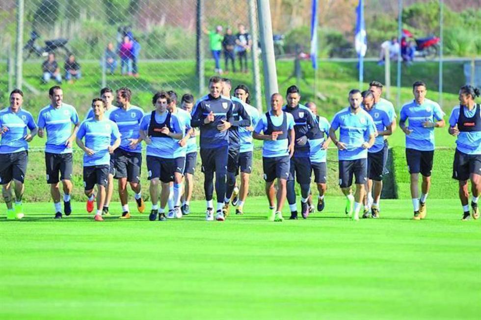 Uruguay inicia sus prácticas con 19 jugadores