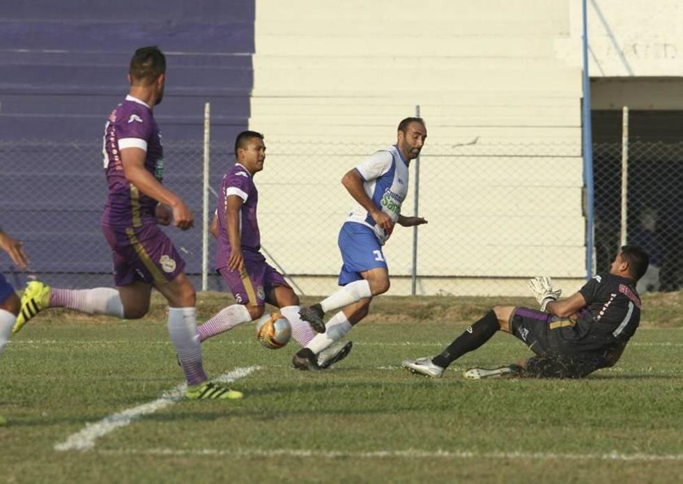 El portero Arístides Florentin, de Real, les ahogó el grito de gol a sus rivales.