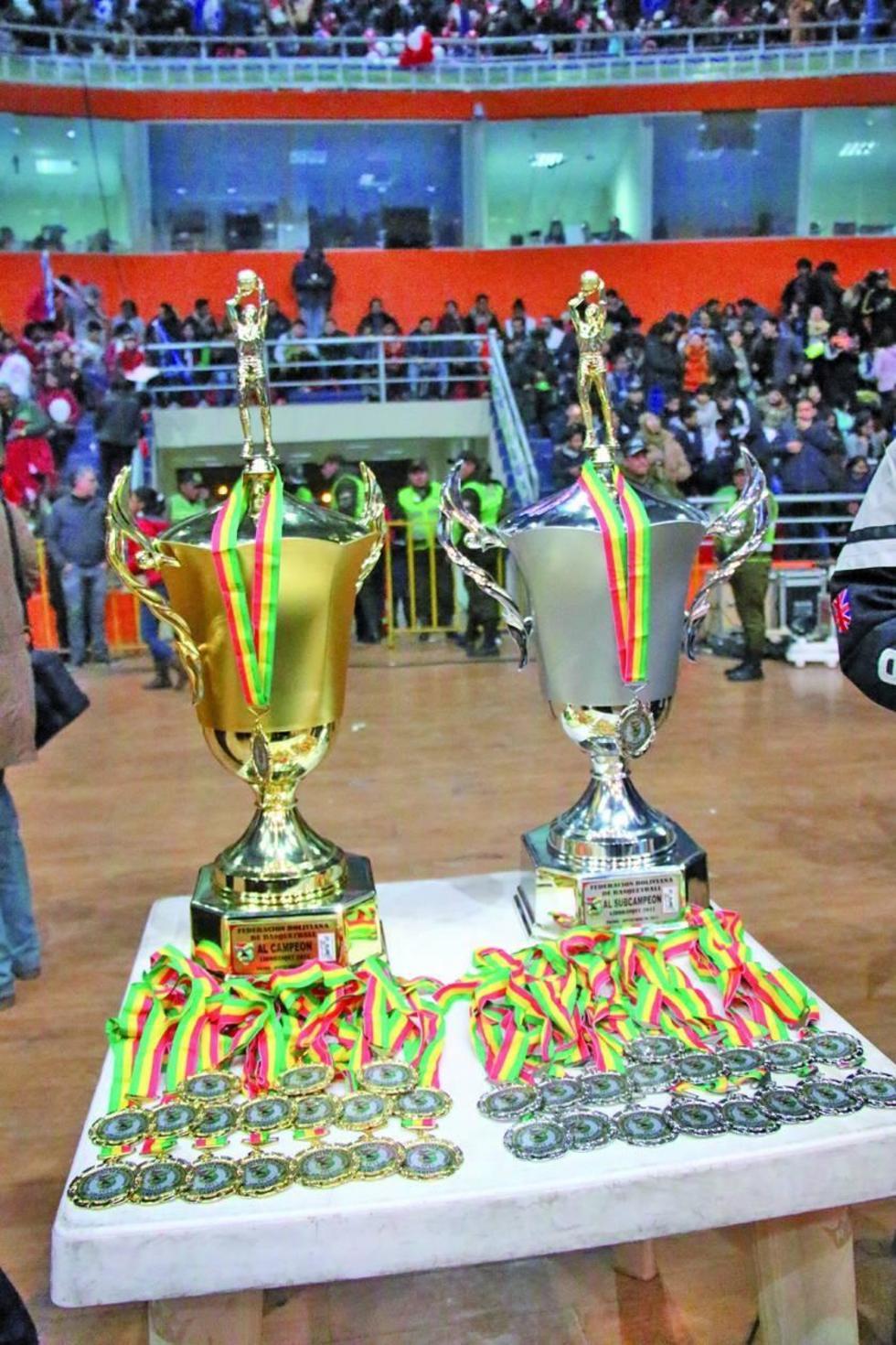 Los trofeos y medallas que serán entregados el viernes 15.