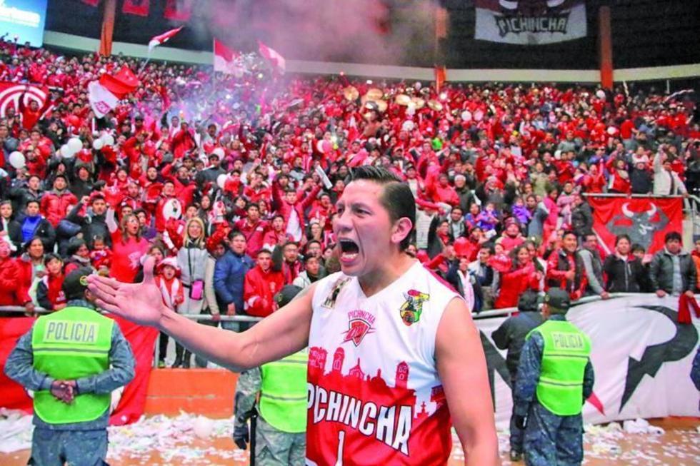 Paolo Ramos festeja la victoria conseguida.