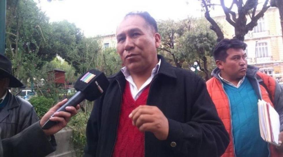 Los achacacheños bloquean carreteras en demanda de la renuncia del burgomaestre Édgar Ramos.