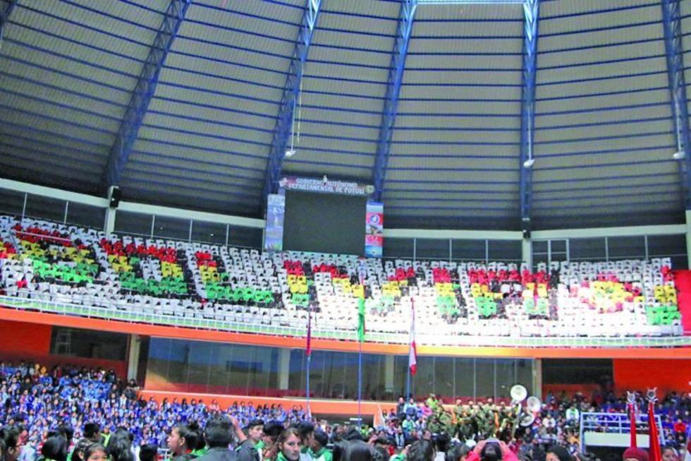 La inauguración tuvo una demostración de mosaicos.