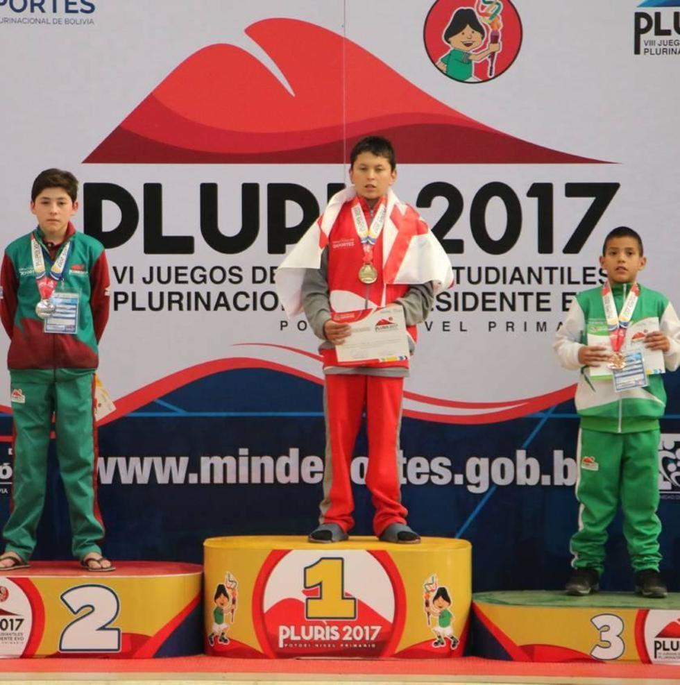 Los ganadores de las primeras medallas de los Plurinacionales.