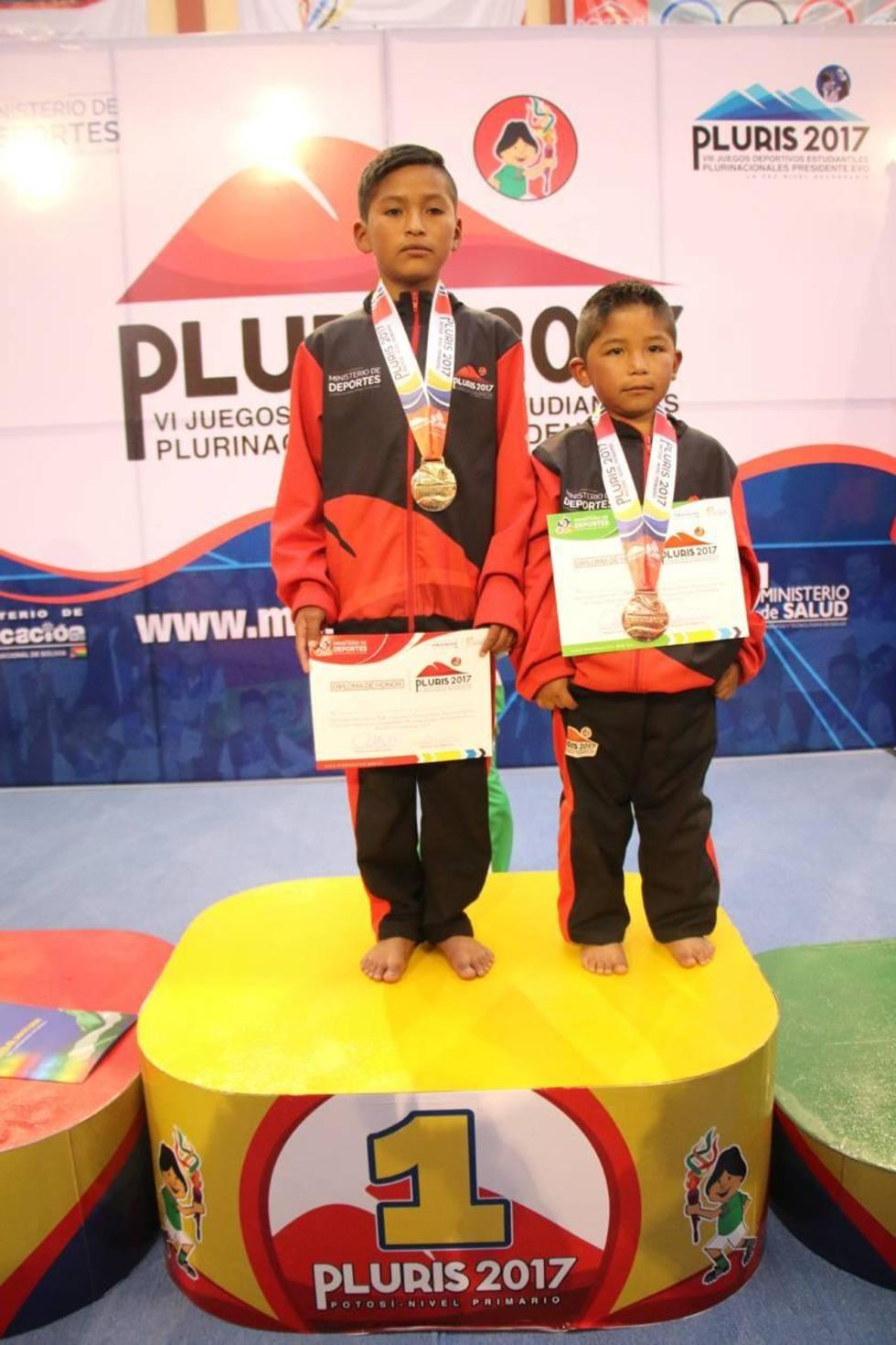 Willy Cardozo Calisaya (oro) y Gadiel Nain Chile Olmos (bronce) en el podio de ganadores.