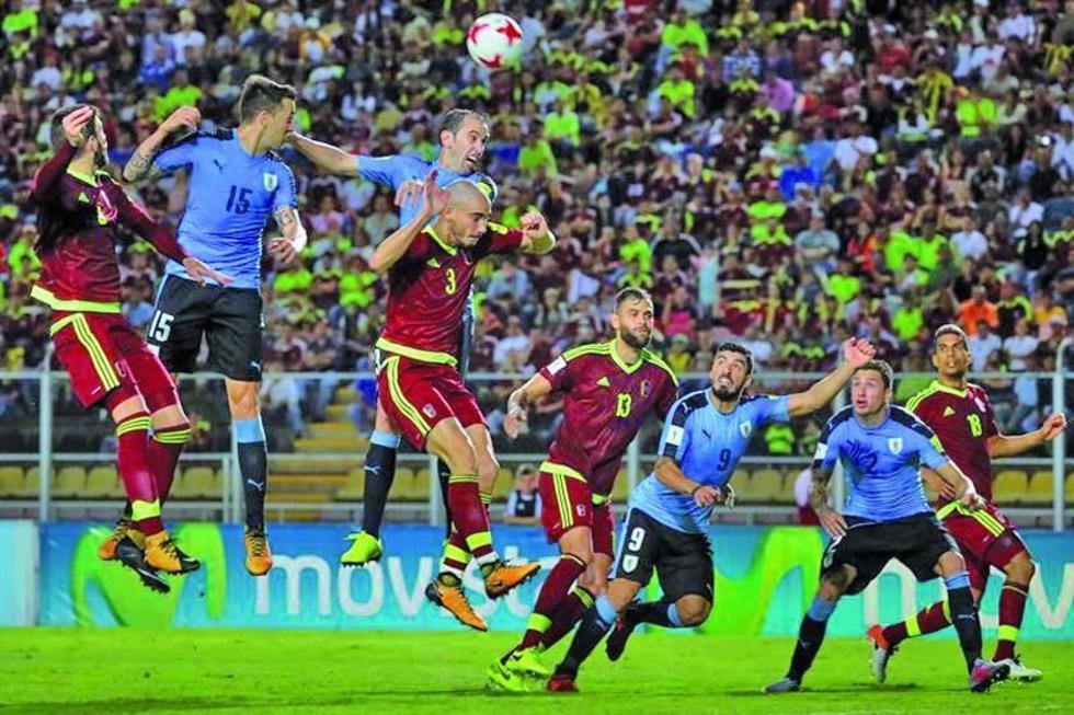 Uruguay empata y aplaza su clasificación