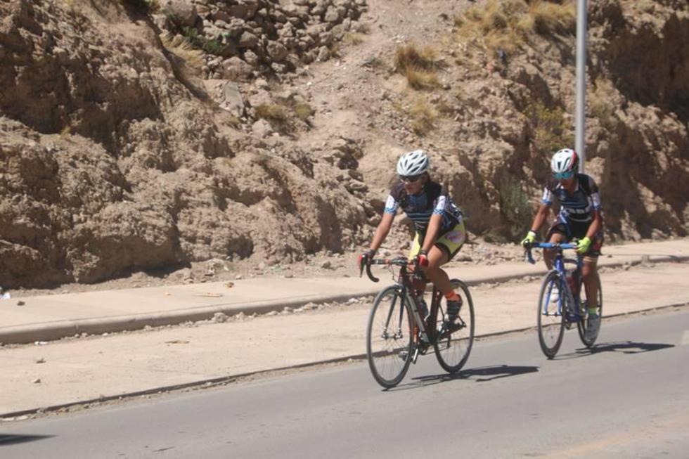 Las ciclistas cochabambinas lideran la competencia.