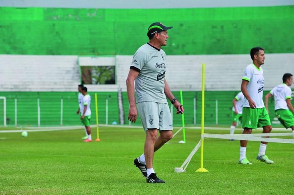 El entrenador cochabambino en una d e las prácticas.