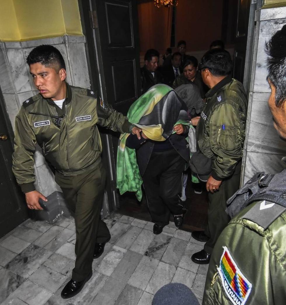 Envían a la cárcel a diez acusados por desfalco en el Banco Unión