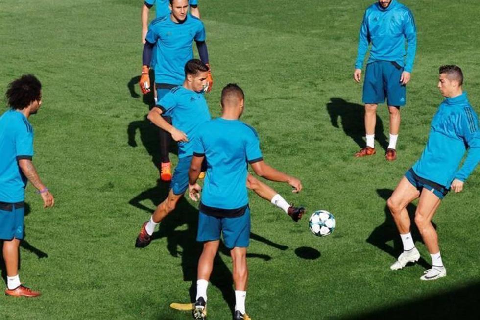 Los jugadores españoles durante el entrenamiento realizado ayer en la Ciudad Deportiva, de Valdebebas.