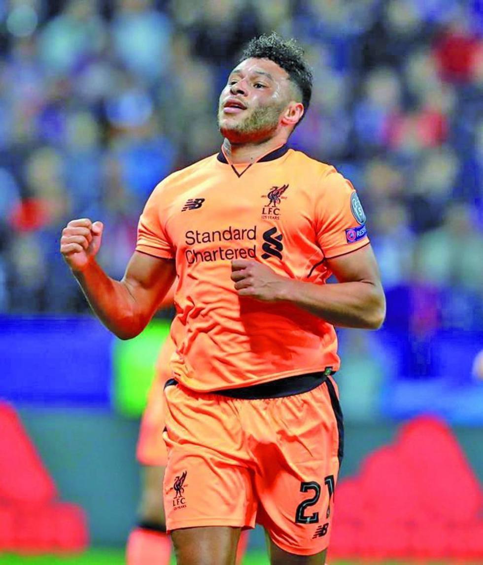 Liverpool toma el liderato con una goleada histórica