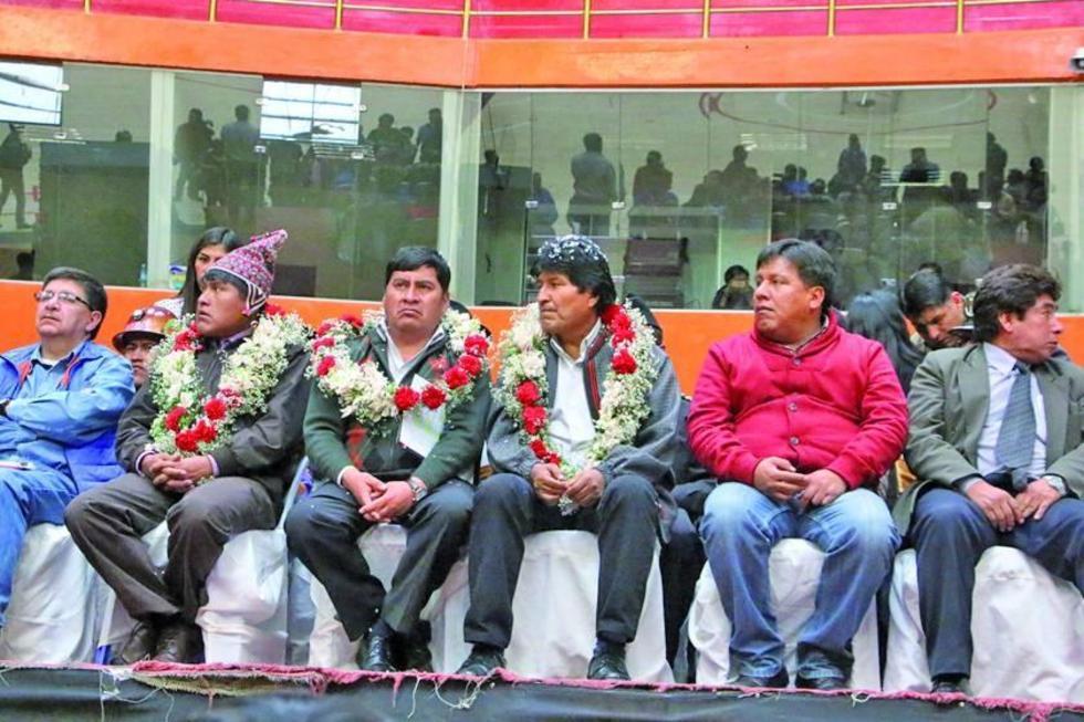 De izq. a der. Juan Carlos Cejas, Evo Morales y Willians Cervantes.