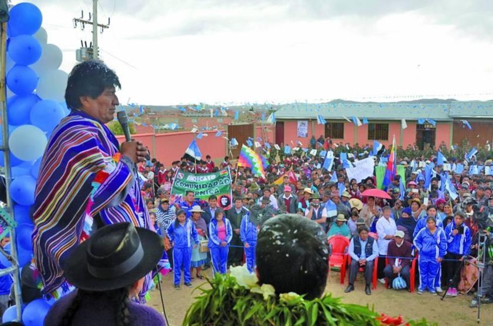 El presidente en la entrega de un instituto tecnológico en Tres Cruces.