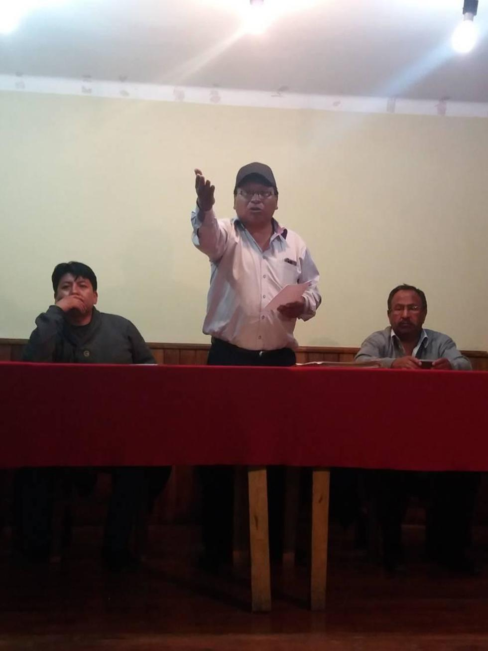 Dirigentes cívicos en la reunión de consejo consultivo.