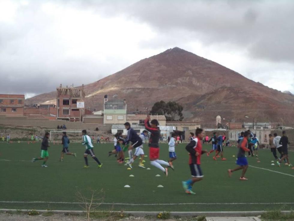 El equipo de la banda roja durante su entrenamiento.