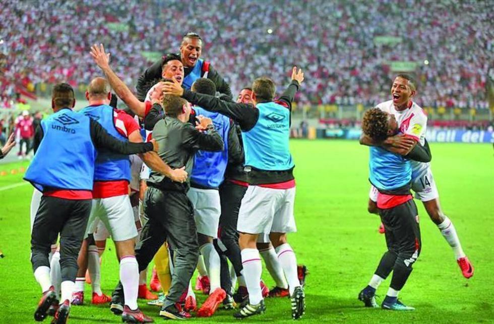Los jugadores peruanos celebran su pase histórico al Mundial.