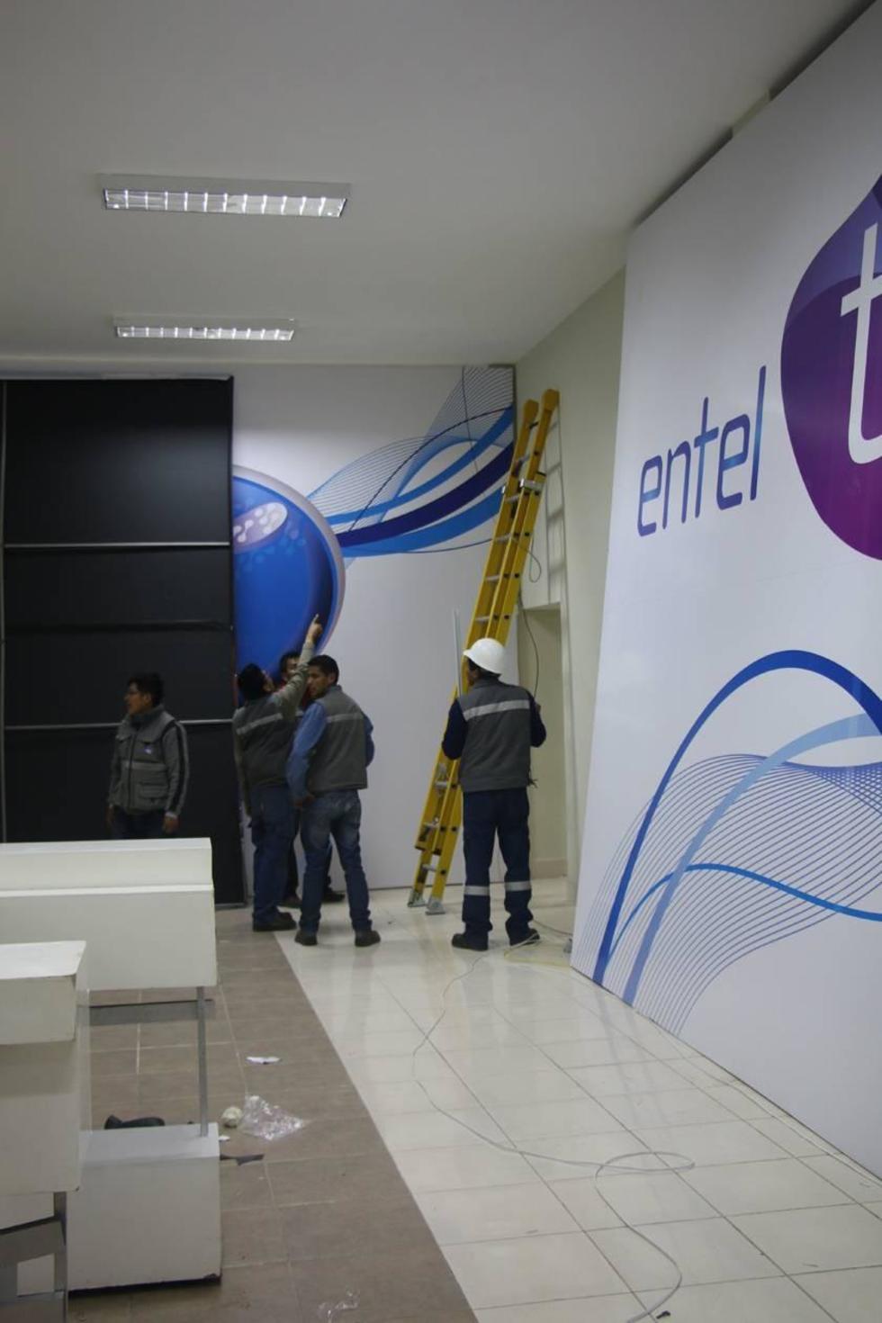 La empresa Entel prepara el espacio.
