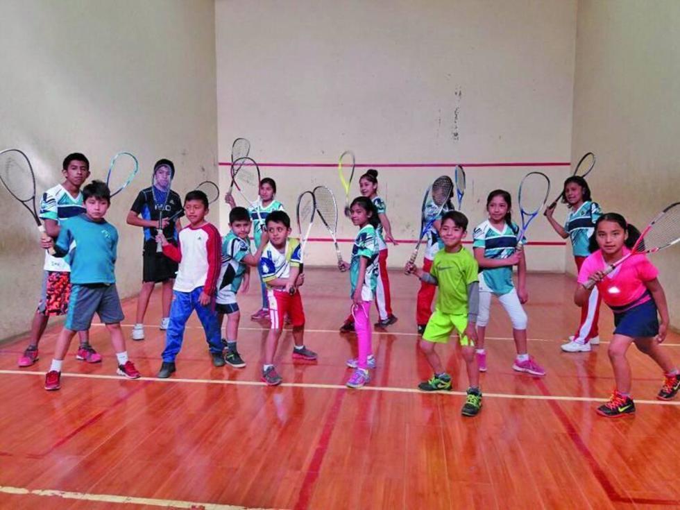 Los deportistas durante el entrenamiento de la víspera.