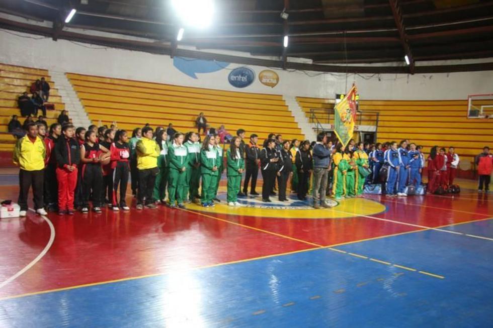 Los deportistas durante la inauguración del torneo.