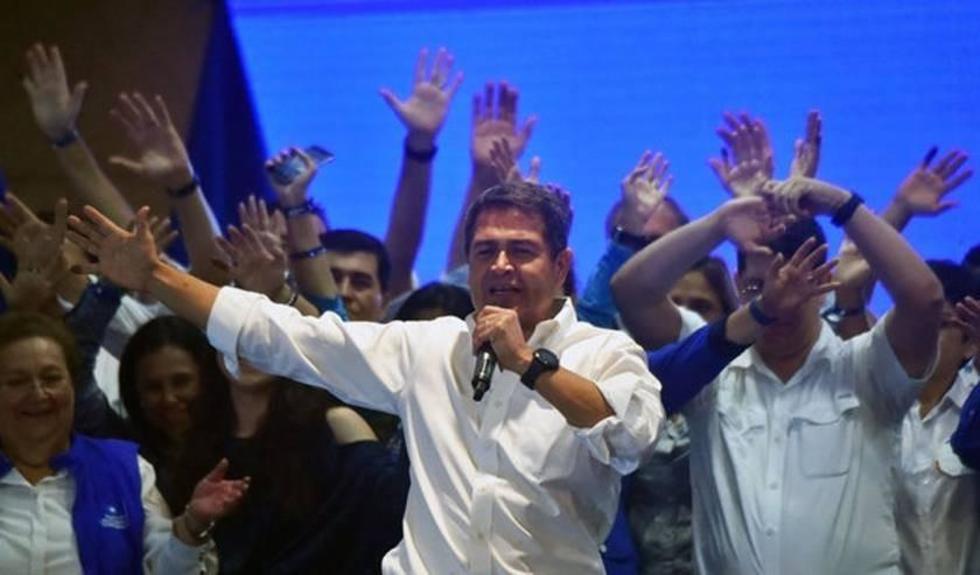 El actual mandatario, Juan Orlando Hernández, celebró con sus seguidores en Tegucigalpa.
