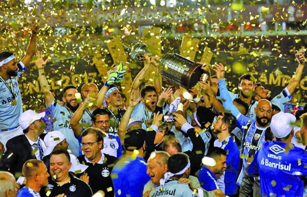 Los jugadores brasileños festejan el triunfo.