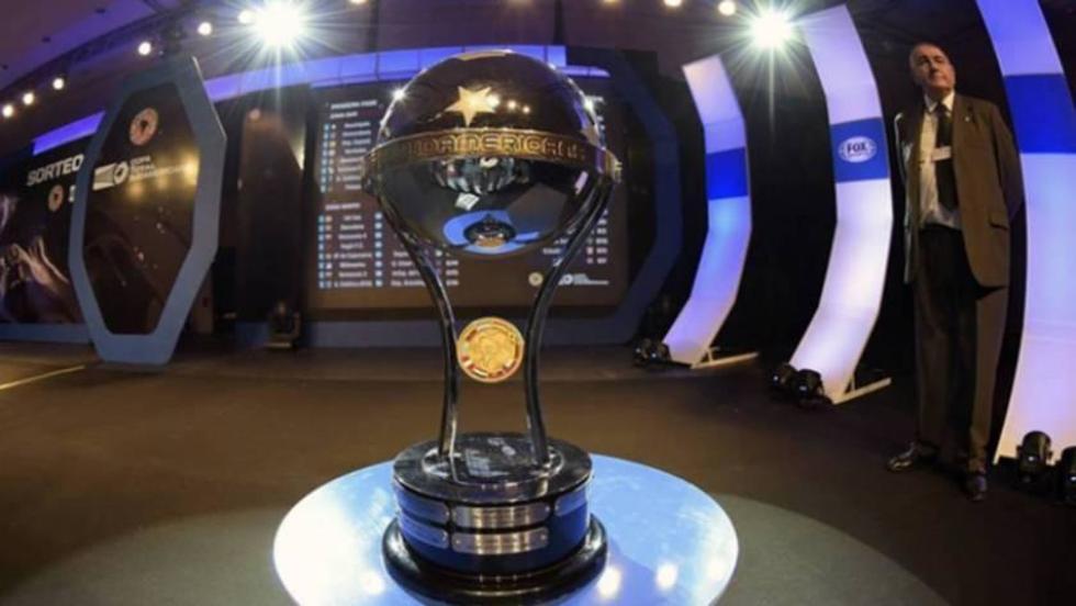 El trofeo del certamen internacional.