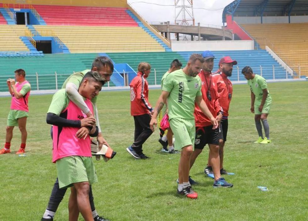 Aldo Velasco (c) reemplazará en la ofensiva al argentino Cristian Alessandrini.