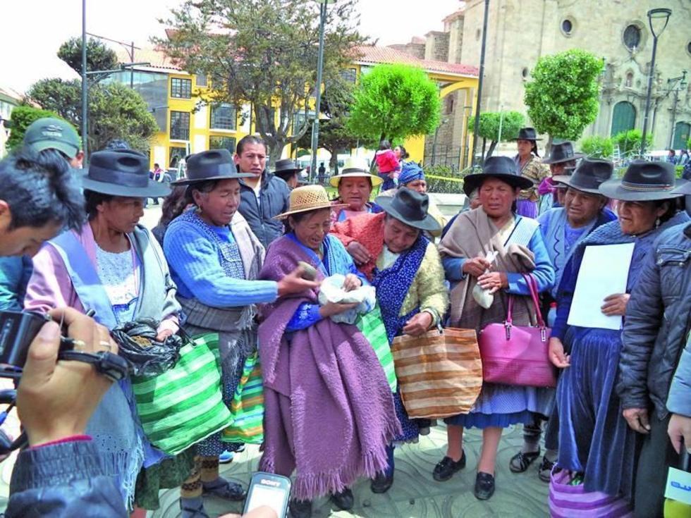 Los comunarios llegaron hasta el centro de la ciudad para denunciar.