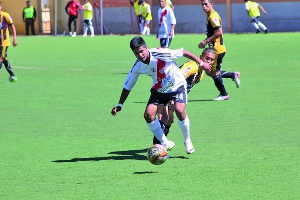"""El partido de ida se jugó en la cancha del """"Complejo Ferroviario""""."""
