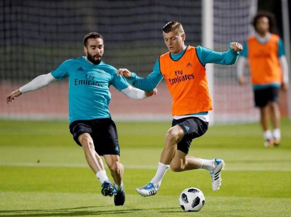 Los jugadores del Real, Carvajal (i) y Kroos durante el entrenamiento.