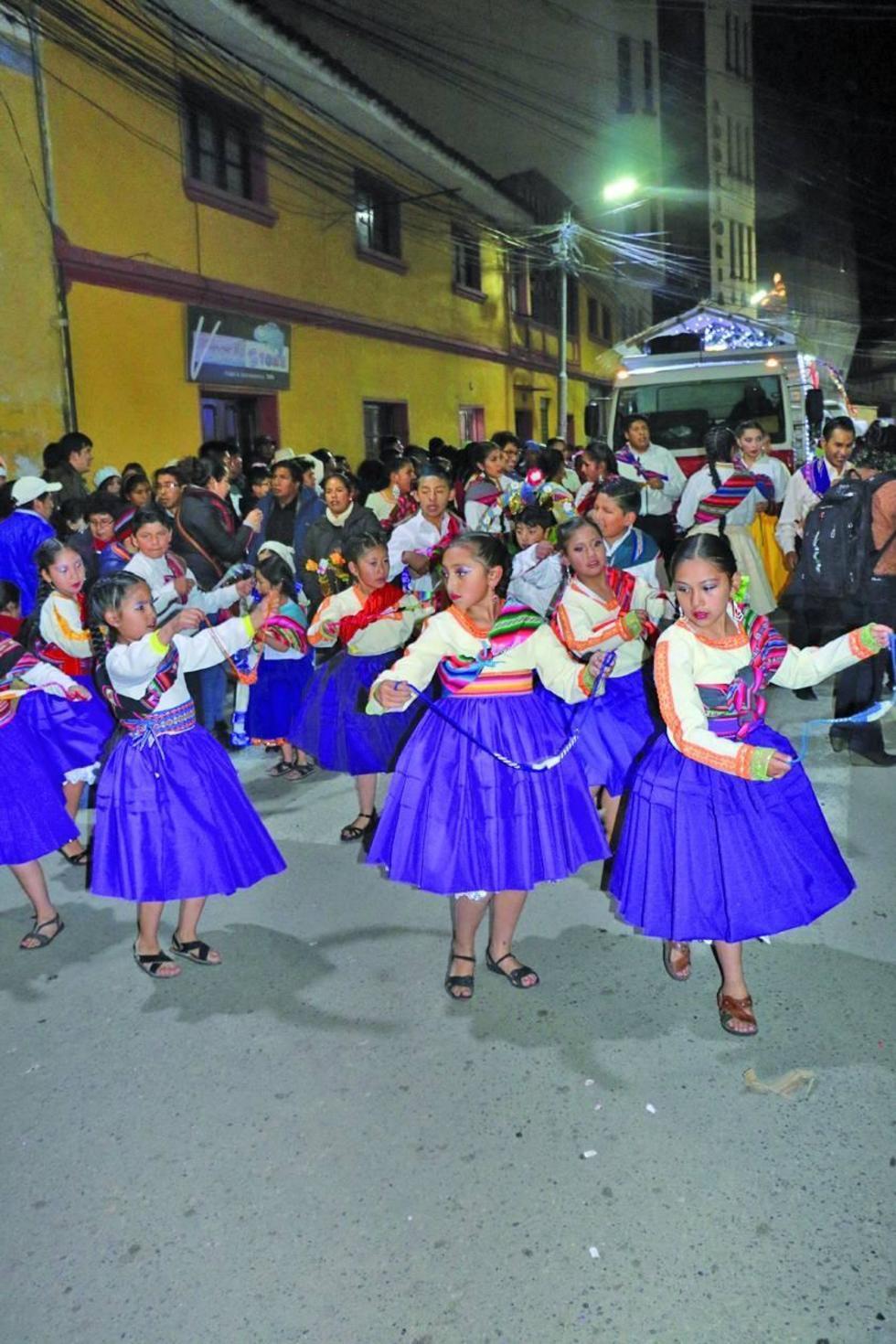 Las pastorcitas bailaron con alegría.